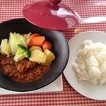 36727893 - 本日のランチ(1,080円)たっぷり野菜のビーフカレー