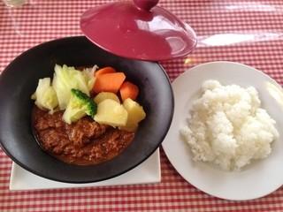 ピッツェリア 薪と石 - 本日のランチ(1,080円)たっぷり野菜のビーフカレー