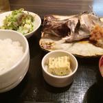 36728532 - 焼き魚定食1000円、この日はクロメジナ