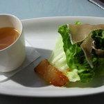 ハナイロカフェ - ランチセットのスープとサラダ。