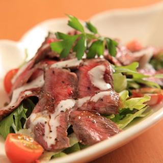 イチボ肉のたたきサラダわさびドレッシング