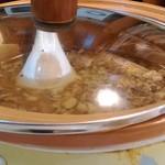 縁膳閣 - 肉味噌が入っている鍋