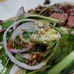 マーファ カフェ - ローストビーフ ラズベリーバルサミコソースに添えられていたサラダ!