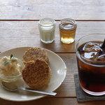 アンノン クック - 全粒粉のスコーンと豆腐のクリーム