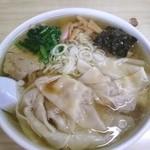 36746216 - ワンタン麺大盛り780円。