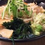 バカボンド丸 - 魚介醤油らーめん648円(税別)