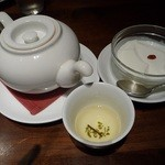 石庫門 - お茶と、 杏仁豆腐