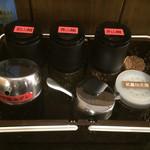 武蔵坊 - 卓上調味料。       ずらりと山椒達が並びます!