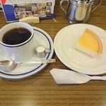 36752356 - ブレンドコーヒー&チーズケーキ