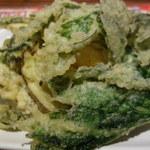 さくら水産 - この春の野菜の天ぷらは量的に満足で390円。素晴らしい。