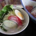 魚庄 - お吸い物の次はサラダに箸を延ばしました、玉子と野菜のミニサラダです。