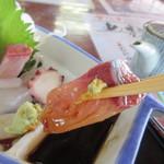 魚庄 - さすがに漁師さんから直接仕入れるお店、刺身はかなり大きめに切ってあるんでボリュームたっぷりです。