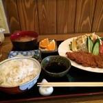 まーくん - おろしとんかつ定食850円(税別)、お代わり可のご飯は、麦ご飯でした