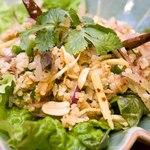 イート パーク タイ - 自家製タイサラミとタイ米おこげの辛口サラダ ネーム・クルック 1280円