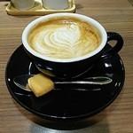 サザコーヒー エキュート品川店 - カフェラテ Mサイズ  \430                             チーズ風味のクッキー付き