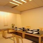 つつじの茶屋 - 接待やご結納、お祝いのお席にもふさわしい和座敷で優雅な時をお過ごしください。