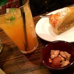 36765108 - ピンクグレープフルーツジュースとケーキ★