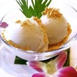 イート パーク タイ - ココナッツアイスクリーム ピーナッツがけ 420円