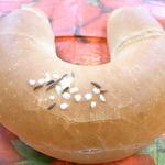 36767933 - ホルン¥130 フランスパンぽい表面だけど中は密なドイツパンの生地☆♪