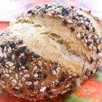 36767934 - ヴィンツァー¥160 表面には胡麻や芥子の実 中はシンプルなライ麦パン☆♪