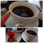 ラ パニエ ド ニーム - ドリンクは数種類から選べます。 珈琲を頂きましたがカップの大きさにビックリ。