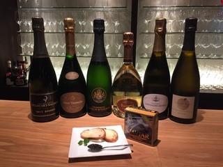 ワインバー コリエドール - 高級シャンパーニュもグラスでお楽しみいただけます。