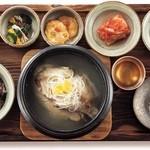 韓食 古家 - 半鶏湯(パンゲタン)定食 2,500円