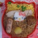 たかべん - キティだるま弁当のアップ