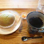 萃 - 料理写真:抹茶大納言パンとコーヒー(¥400)