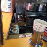 中華そば 麺屋7.5Hz - メンマが大鍋でグツグツ。