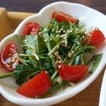 cafe Iris - 水菜とトマトのサラダ