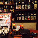 牡蠣三味 - とにかく日本酒の種類多い‼︎ カウンター席ならではの眺め✨