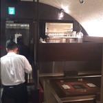 焼肉家 KAZU 神楽坂 - おしゃれな店内