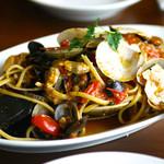 トラットリア・築地パラディーゾ - 名物 本日の貝類とチェリートマトのリングイネ ペスカトーレ風