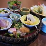 かのこゆり - 料理写真:ランチは御膳と天ぷらに抹茶デザート。2300円+税