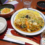 麻布茶房 - あんかけ焼きそば 1050円 + 大盛 200円 + 鮭ごはん 250円