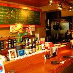 沖縄料理 馳走屋 楽 - 感じのいいカウンター席