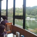3681994 - 窓からは鹿野川湖が