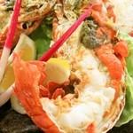 珊瑚礁 - <活イセエビの塩焼き>プリンプリンの食感と濃厚な旨み・甘みをお楽しみいただけます。