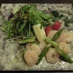 博多前炉ばた一承 - アスパラと海老のレモン塩サラダ:880円