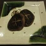 博多前炉ばた一承 - 大きなしいたけ焼き/塩:480円