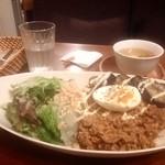 いしころカフェ - 16時だけどご飯食べれました。肉味噌そぼろ丼。濃いめの丁度良いお味で美味しかった。