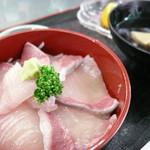 道の駅 松浦海のふるさと館 - ぶり丼定食¥500。「大盛り」より器がかなり小さいです。ぶりのお刺身は、「大盛り」より2~3切れ少なかったです。