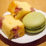 36818895 - 桜のパウンドケーキ、桜クリームのまちゃマカロン