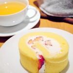 36819407 - 苺のロールケーキ