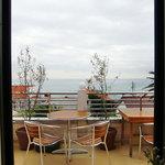 海の見えるレストラン 南葉亭 - 南葉亭 @横須賀 店内 窓際席から海を望む