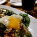 ルイージ - 温泉卵の乗ったバポーレシーザーザラダ