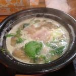 ラーメン猪太 - 凄いグツグツにスープ踊ってます。