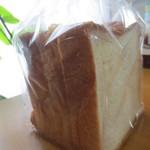 大泉製パン - 食パン240円(4枚切)