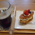 サリュ - いちごミルフィーユとアイスコーヒー